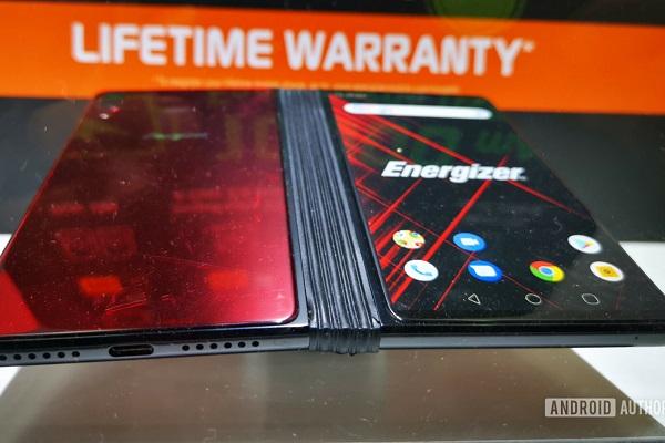 Energizer cũng nhảy vào xu hướng smartphone gập với Power Max P8100S