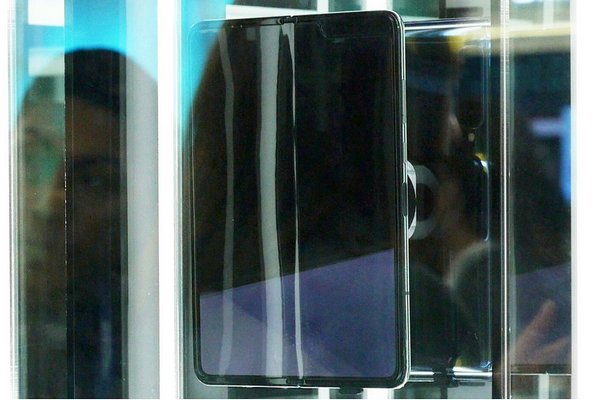 Không chỉ Mate X, Galaxy Fold cũng xuất hiện những nếp nhăn trên màn hình