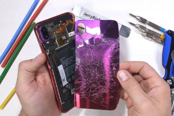 JerryRigEverything: Redmi Note 7 không bền như quảng cáo vì bẻ phát là cong