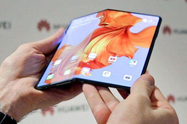 """Phản pháo Samsung, sếp Huawei chê cơ chế gập vào trong của Galaxy Fold khá """"tồi"""""""
