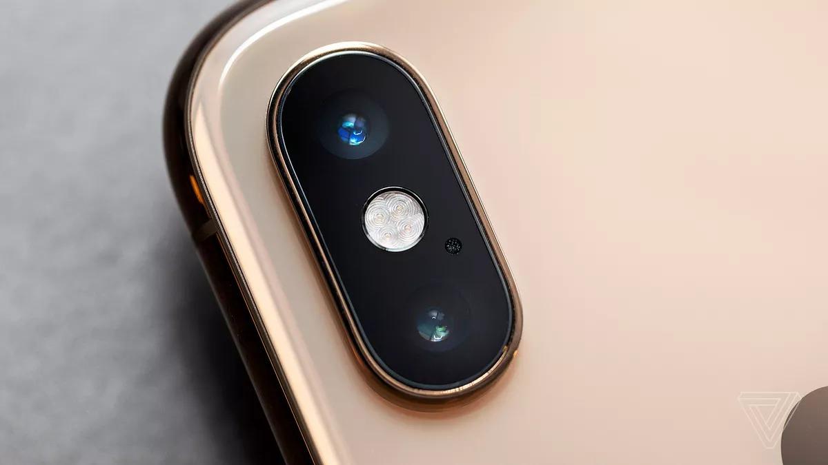 Sau 2 ngày công bố, Apple đã thay đổi một chút và xác nhận rằng họ sẽ trả phí bản quyền cho người thắng trong cuộc thi \