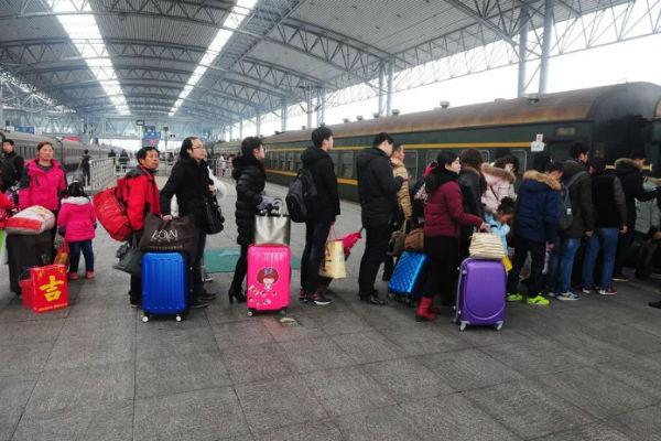 """23 triệu người Trung Quốc bị cấm mua vé máy bay, tàu hỏa vì """"điểm tín nhiệm xã hội"""" thấp"""