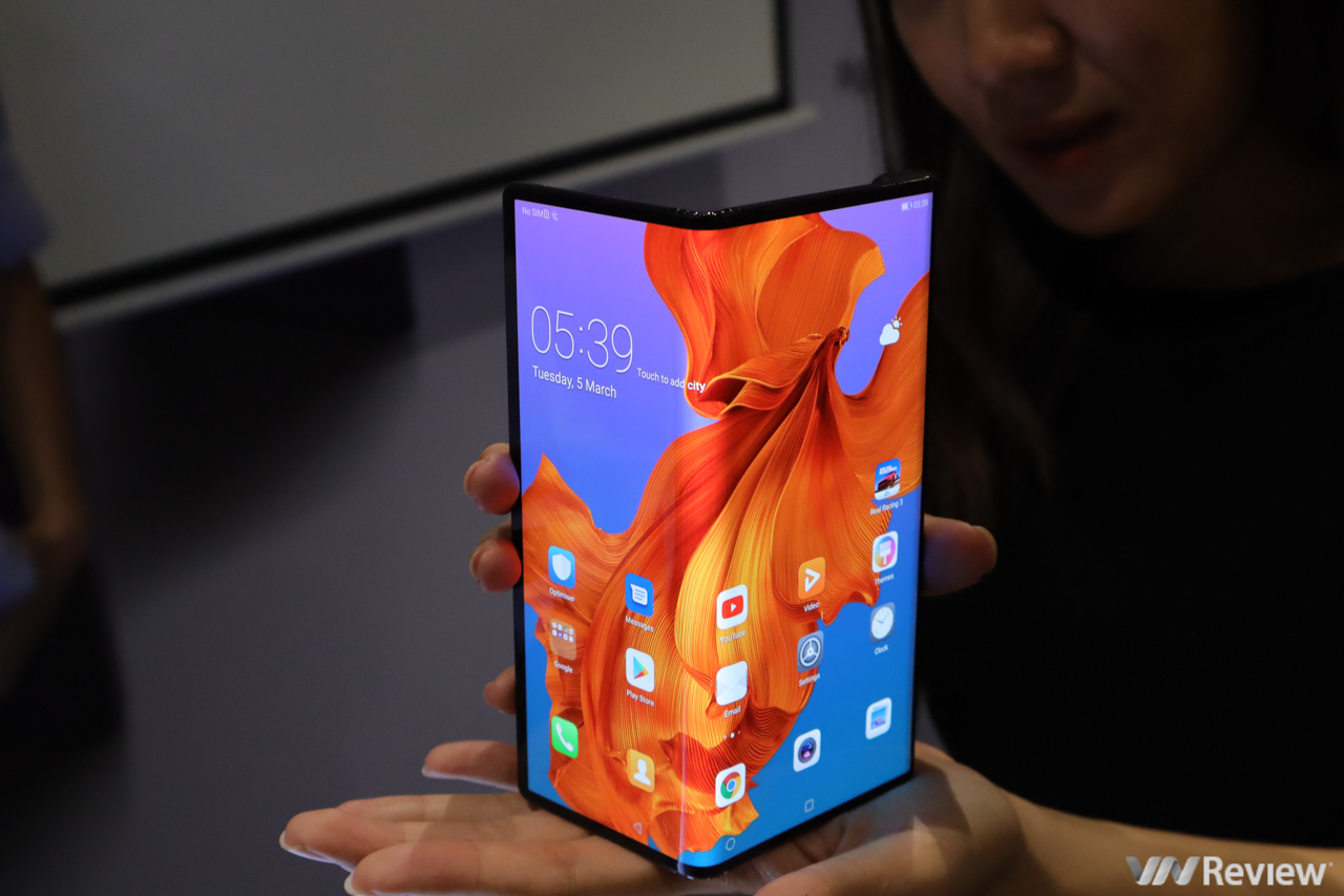 Trên tay smartphone gập Huawei Mate X giá 60 triệu đồng vừa về Việt Nam