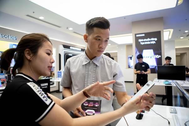 Fan công nghệ nói gì về Samsung Galaxy S10/S10+ trước ngày ra mắt?
