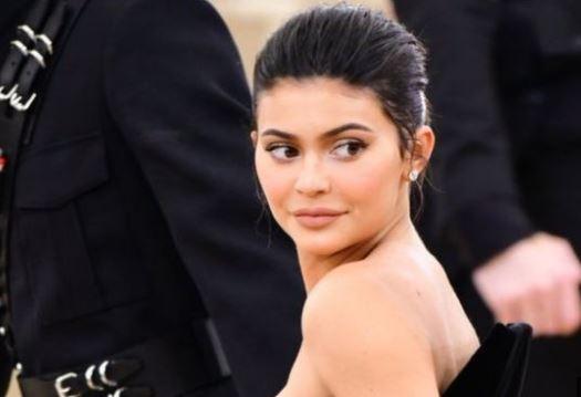 Kylie Jenner là ai? Cách cô ấy kiếm tiền để trở thành tỷ phú trẻ nhất thế giới?