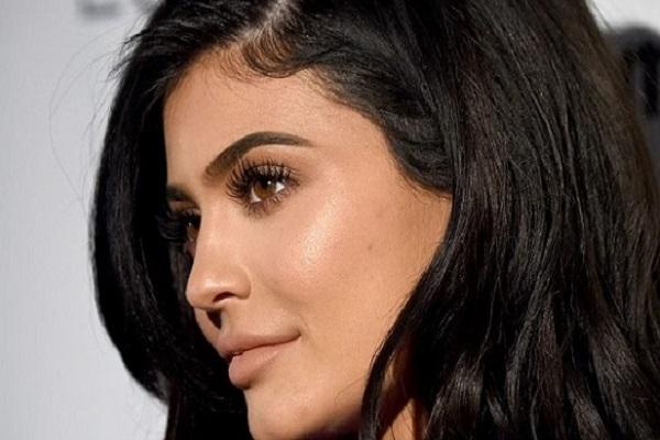 21 tuổi - Kylie Jenner đã trở thành tỷ phú tự thân trẻ nhất thế giới như thế nào?