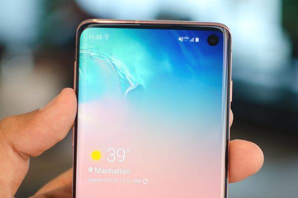Đừng lo lắng về điểm ảnh nhấp nháy trên màn hình Galaxy S10 vì đó là tính năng cần thiết