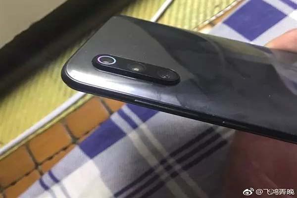 Hi hữu: người dùng nhận được Xiaomi Mi 9 phiên bản …. không đèn flash LED