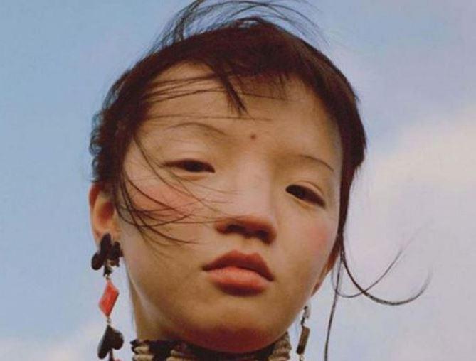 Cư dân mạng Trung Quốc nổi đoá với Vogue vì tấm ảnh người mẫu mắt ti hí