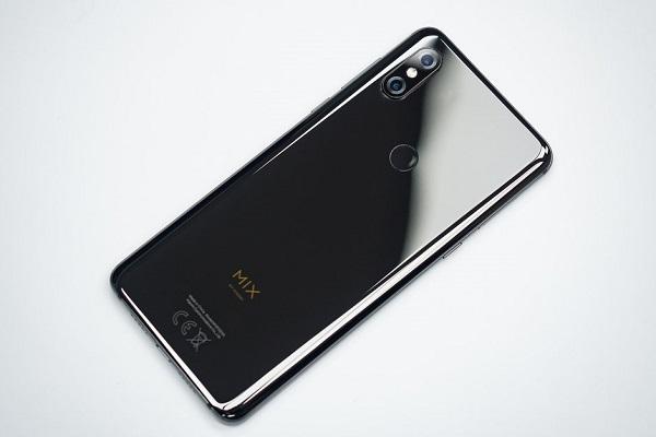 """Xiaomi cân nhắc tăng giá smartphone để xóa mác """"rẻ tiền"""""""