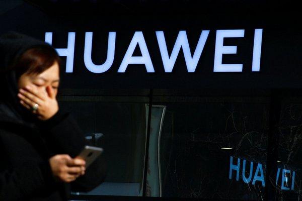 """Trung Quốc """"ca ngợi"""" Huawei vì dám đứng lên kiện chính phủ Mỹ"""