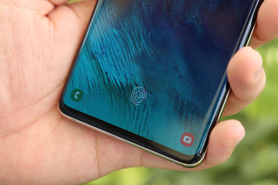 """Đọ cảm biến vân tay trong màn hình Galaxy S10+ và Xiaomi Mi 9: """"âm thanh"""" nhanh hơn """"ánh sáng"""""""