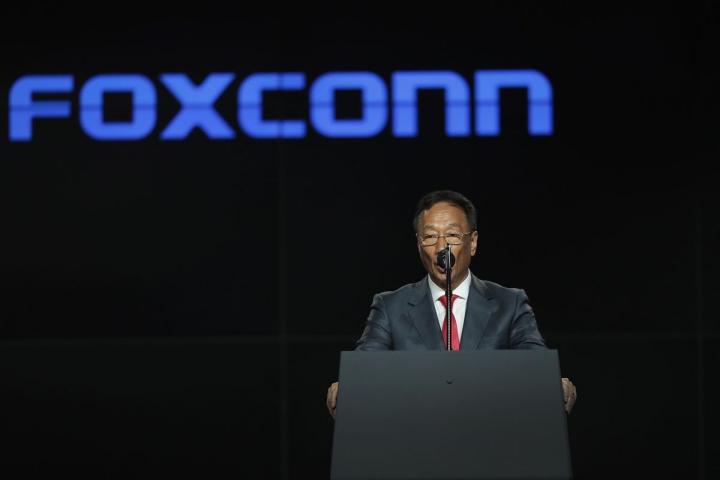 Foxconn bức xúc vì bị Microsoft kiện nợ phí bản quyền và tiền lãi