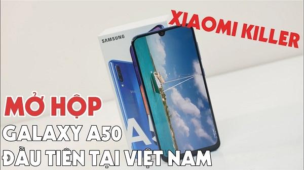 """Mở hộp, trên tay nhanh Galaxy A30: """"Khô máu tới giọt cuối cùng"""" với Xiaomi"""