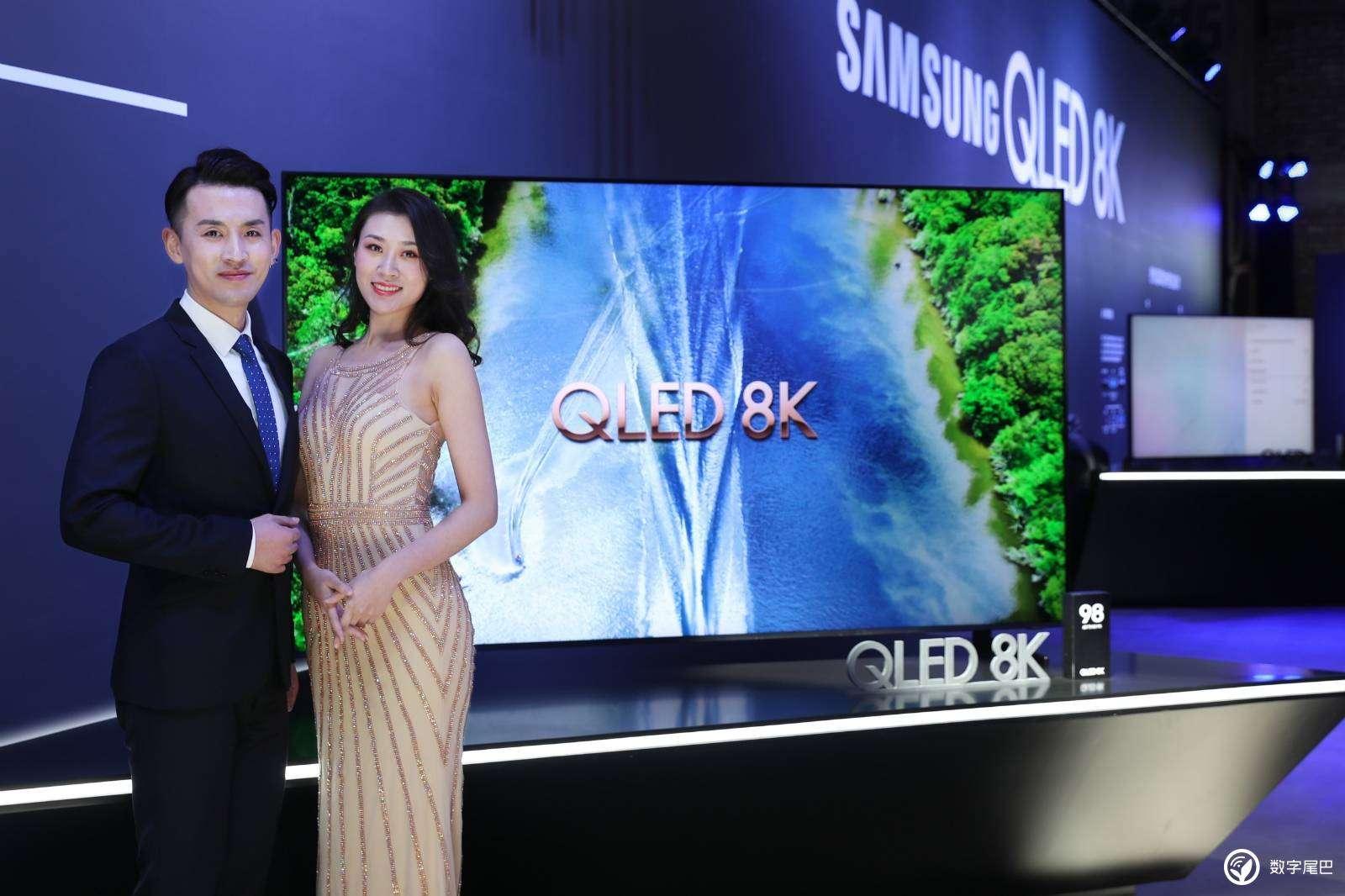 """""""Hét giá"""" 3,5 tỷ đồng, TV QLED 8K của Samsung đắt gấp đôi Sony"""