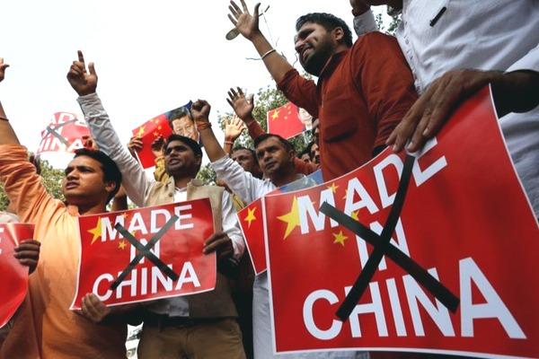 Trớ trêu: trào lưu tẩy chay hàng Trung Quốc của dân mạng Ấn Độ được thực hiện trên... smartphone Trung Quốc