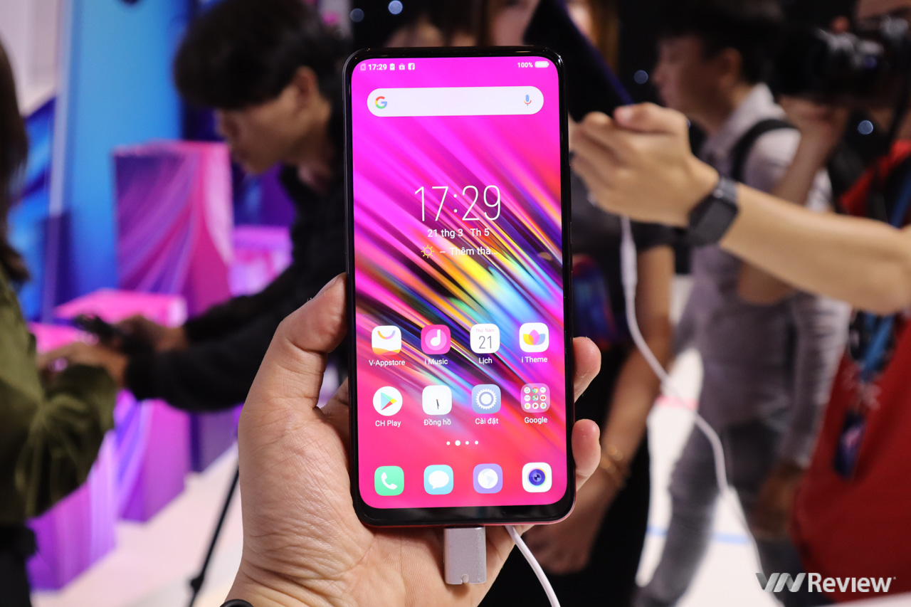 Vivo V15 chính hãng về Việt Nam: camera selfie thò thụt 32MP, giá 8 triệu