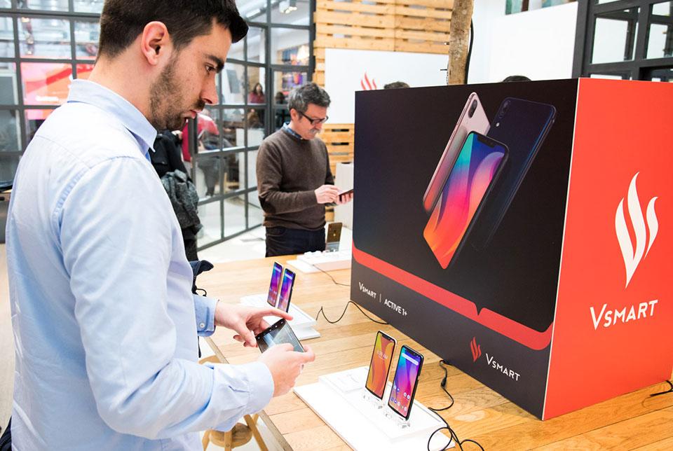 Tại sao VinSmart bán điện thoại tới châu Âu?