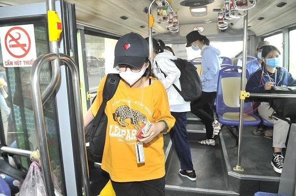 Xe buýt: Thẻ thanh toán tự động còn nhiều bất cập