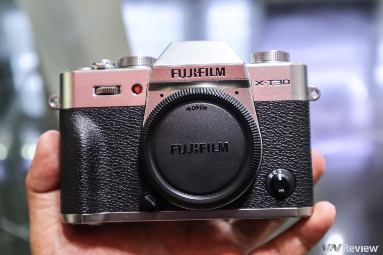 Trên tay, chụp thử Fujifilm X-T30: Nhỏ mà có võ