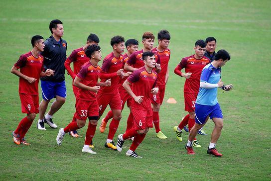 Các tuyển thủ U-23 VN trong buổi tập chiều 25/3. Ảnh: Tuổi trẻ