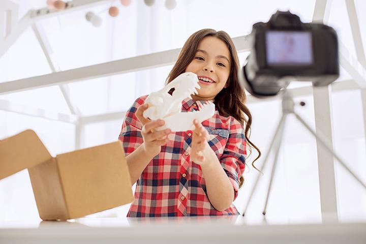 """Những video """"đập hộp đồ chơi"""" trên Youtube đã thay đổi ngành công nghiệp đồ chơi như thế nào?"""
