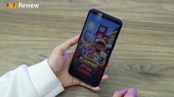 Trên tay nhanh Real Me 3: Smartphone giá rẻ, cấu hình ổn với pin cực khủng