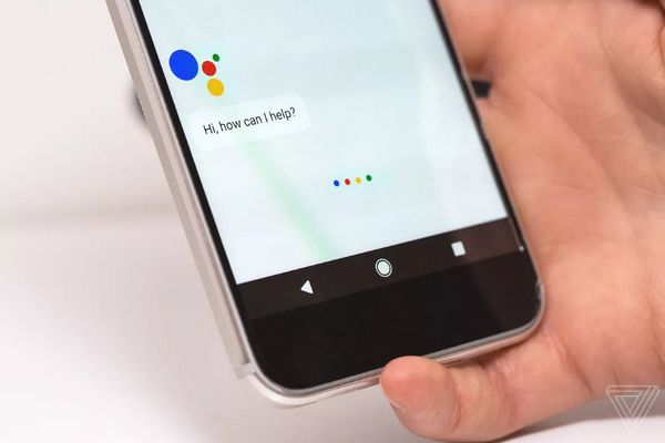 Google đã thuyết phục các nhà sản xuất thêm nút Google Assistant trên smartphone như thế nào?