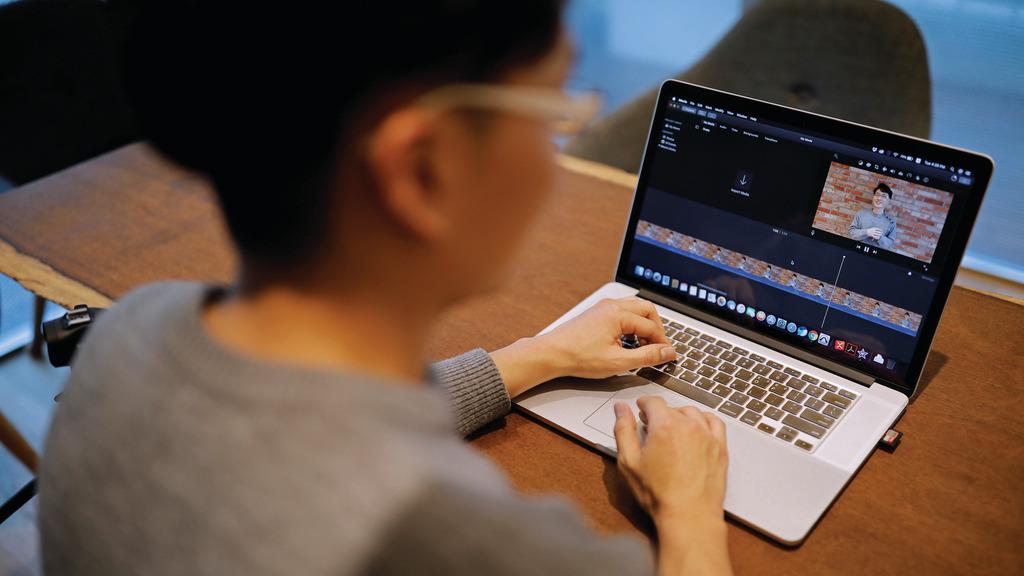 Người trẻ Hàn Quốc: bỏ việc lương 60.000 USD/năm đi làm Youtuber
