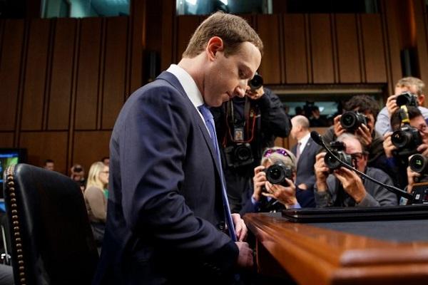 Facebook liệu có khai thác danh bạ cá nhân khi yêu cầu mật khẩu email từ người mới dùng?