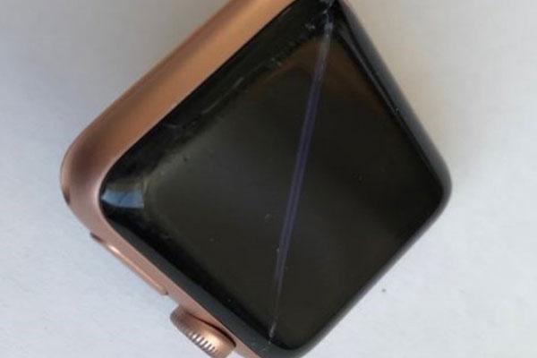 Apple bị kiện vì từ chối bảo hành Apple Watch phồng pin, bung màn hình