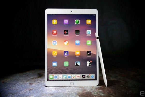 """""""Mổ"""" iPad Air 3: Khó sửa ngang iPad Mini 5 vì lớp keo dính màn hình quá chắc"""