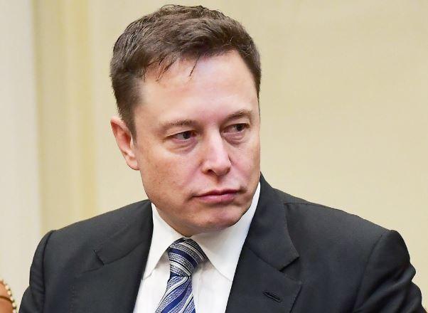Elon Musk 'thù vặt' thợ chế tác kim hoàn đăng ảnh bị kẹt trong xe Tesla Model X