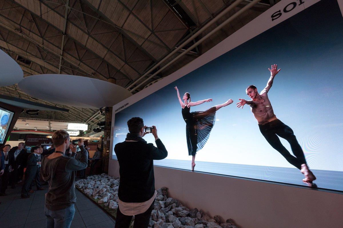 Sony lắp đặt hệ thống microLED dài gần 20m, độ phân giải 16K tại Nhật