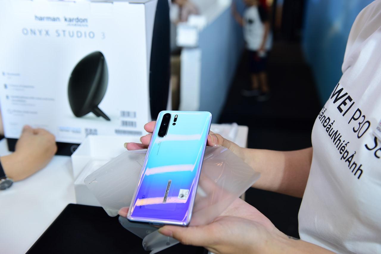 Huawei chính thức bán ra P30 Series, mở thêm cửa hàng trải nghiệm thứ 4 tại Việt Nam
