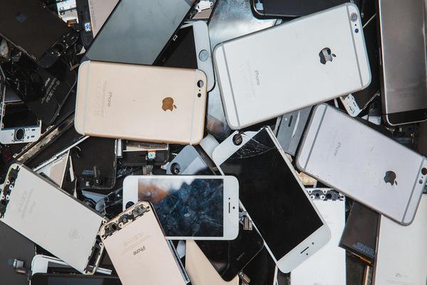 Hàng nghìn iPhone còn dùng được trở thành phế liệu chỉ vì bị khóa iCloud