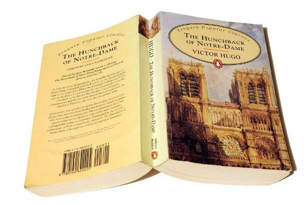"""""""Thằng gù Nhà thờ Đức Bà"""" bất ngờ trở thành cuốn sách bán chạy nhất Amazon Pháp"""