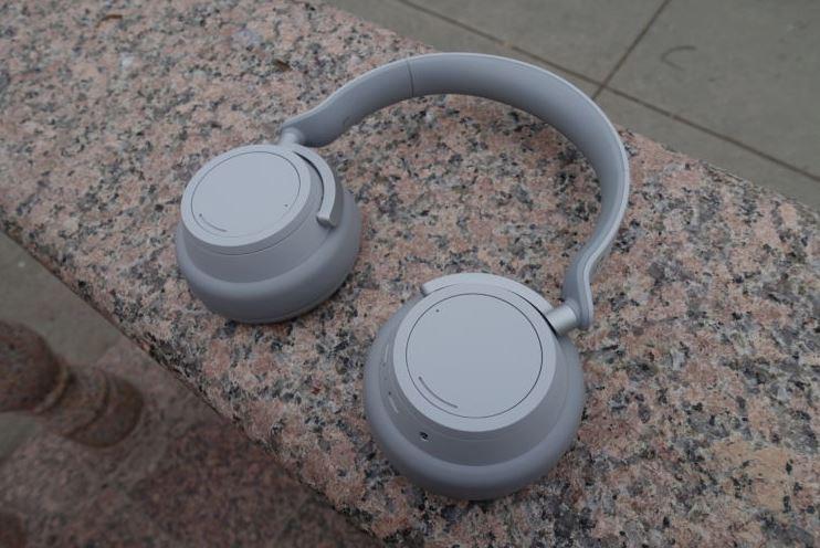 Microsoft cũng sắp ra tai nghe không dây như Apple