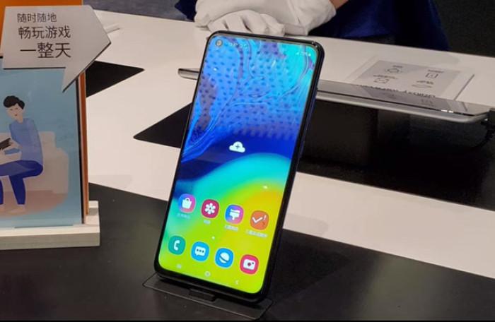 Galaxy A60 có màn hình đục lỗ tương tự Galaxy S10e