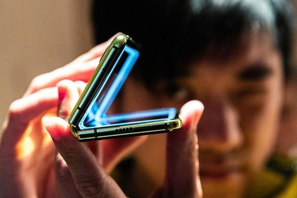 """Smartphone gập của Samsung đứng trước nguy cơ """"chết yểu"""" như Google Glass"""