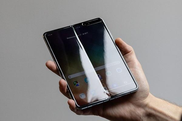 Lộ loạt ảnh bên trong smartphone gập Samsung Galaxy Fold