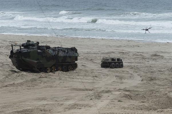 Trung Quốc lần đầu tiên giới thiệu phương tiện đổ bộ quân sự tự lái