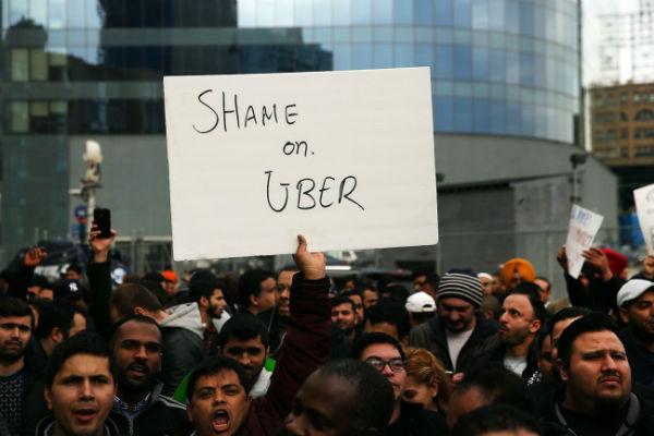 Lái xe Uber kêu cứu vì phải làm việc nhiều giờ, phí ngày càng tăng, và cô đơn