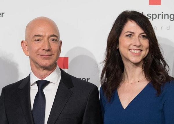 Tại sao vợ mới ly dị của ông chủ Amazon được xem là 'nữ anh hùng'?