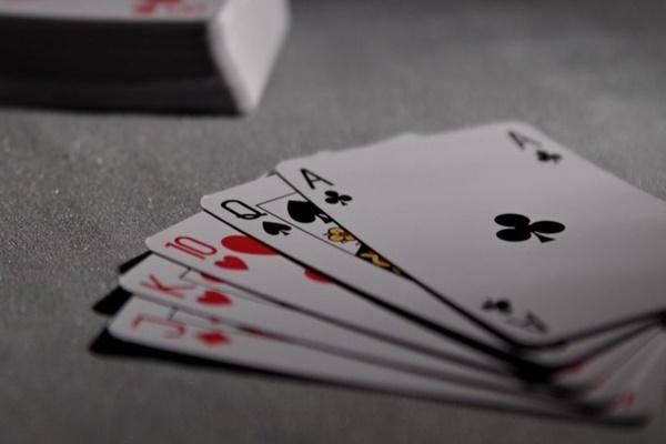 Trung Quốc ra luật mới, cấm mọi thể loại game có cảnh máu me, cờ bạc