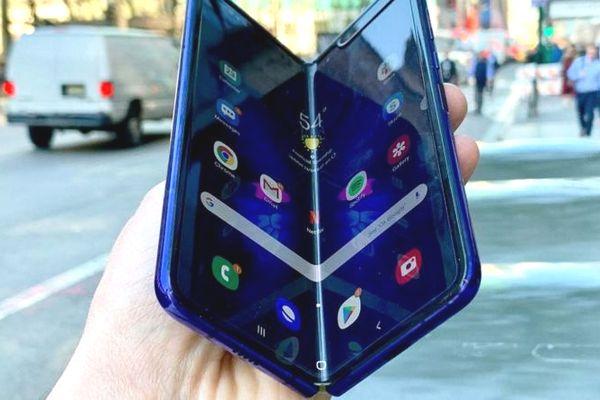 """iFixit: Đây là những nguyên nhân dẫn đến sự """"mong manh"""" của Galaxy Fold"""