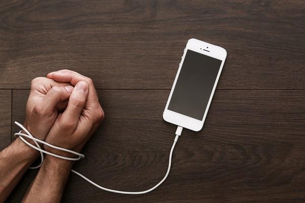 CEO Apple mách chiêu cực đơn giản để tránh nghiện iPhone