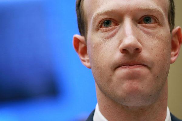 """Mark Zuckerberg """"cầu xin"""" các chính phủ quản lý Facebook"""