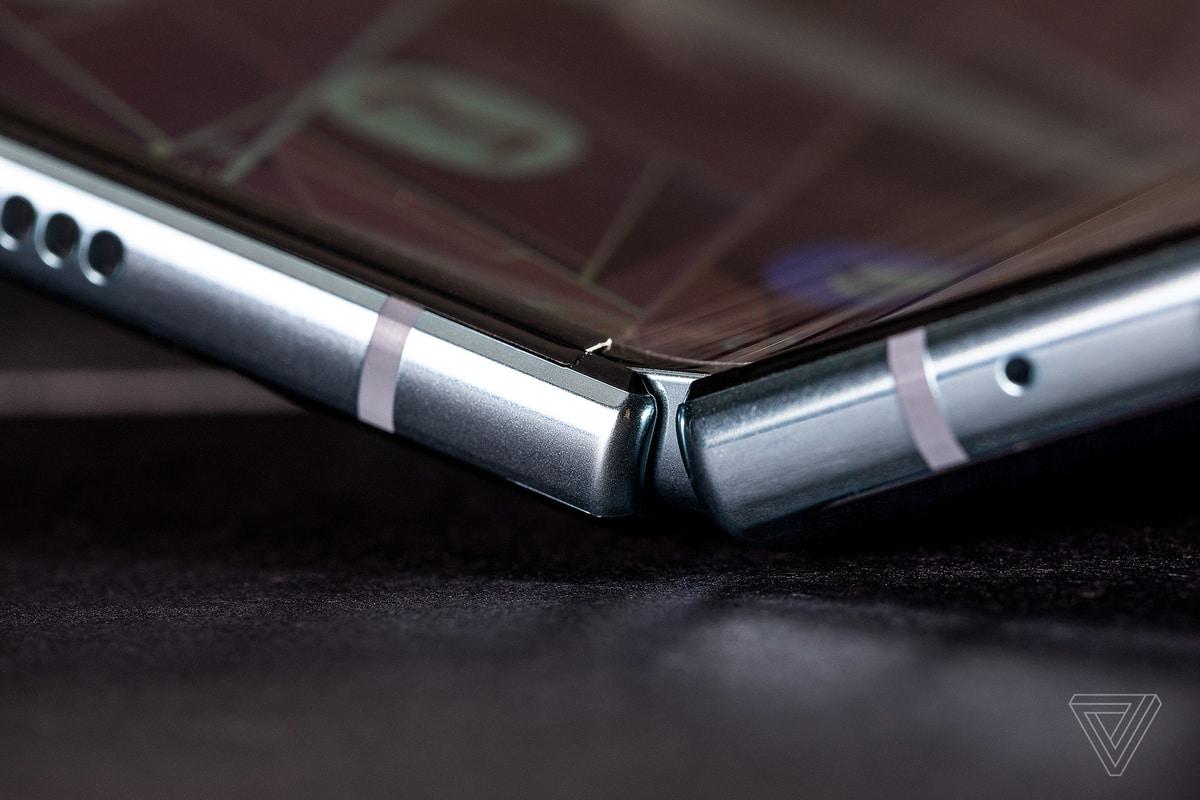 """iFixit gỡ bỏ bài viết """"mổ bụng"""" Galaxy Fold theo yêu cầu của Samsung"""