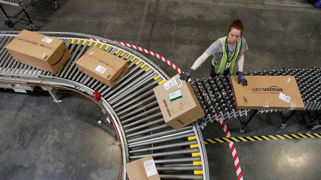 Máy đuổi người làm kém của Amazon hoạt động ra sao?
